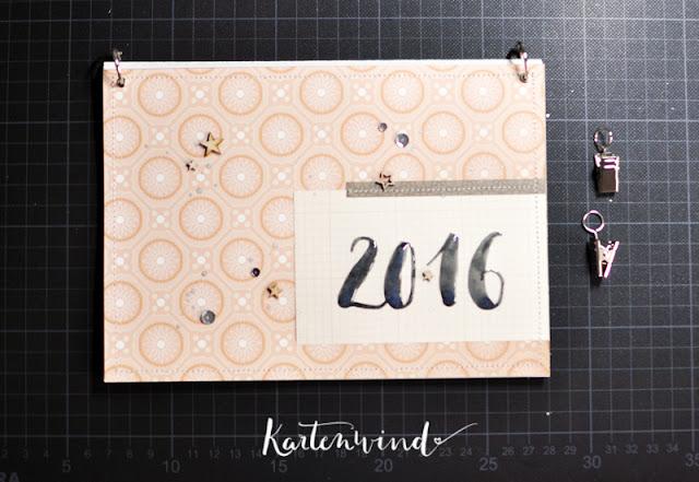http://kartenwind.blogspot.com/2015/12/postkartenkalender-2016-freebie-tutorial.html