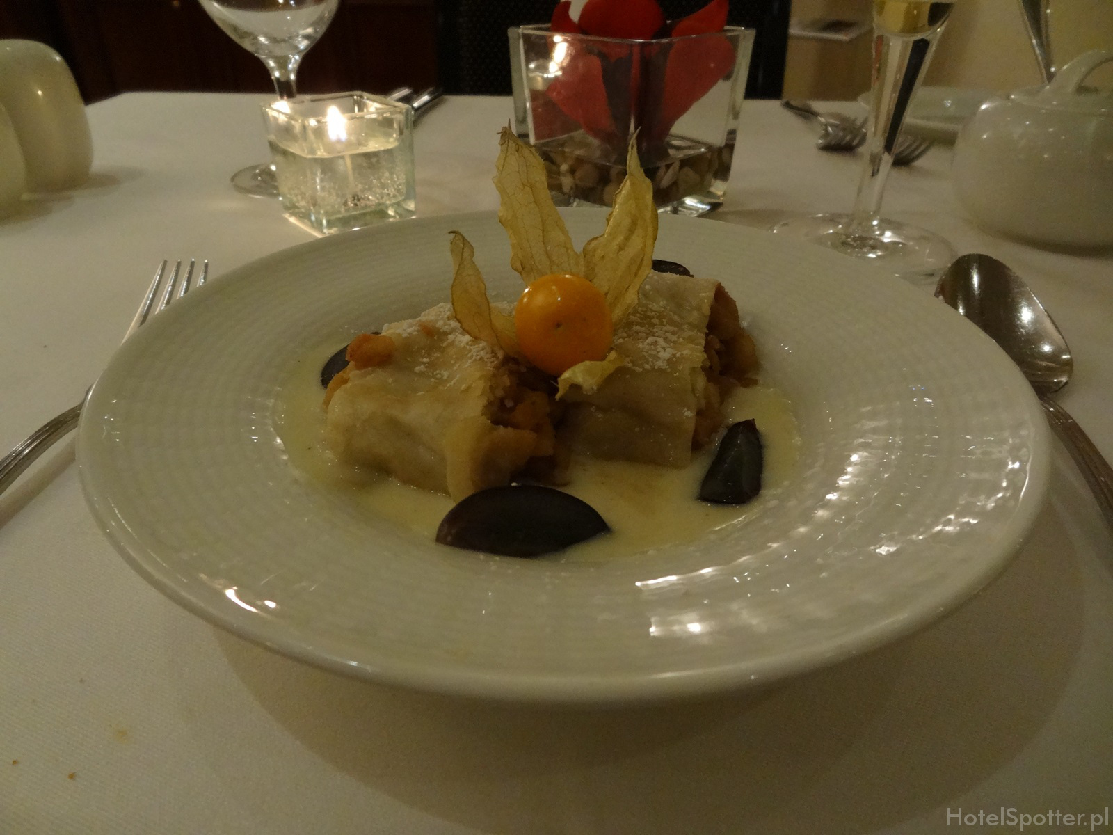 Maritim Hotel Berlin - club lounge apfelstrudel strudel jablkowy