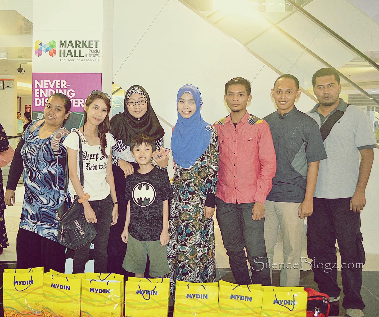 Barisan Blogger yang menyertai pembukaan Mydin Mart di Market hall