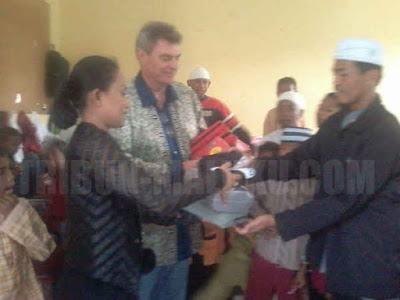 Lembaga internasional asal Jerman International Children Help (ICH) menunjukkan kepeduliannya dengan memberikan bantuan kepada anak-anak pesantren Al Madinah di Dusun Warasia, Desa Batu Merah, Kota Ambon.