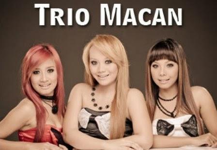 Hot News,Heboh Foto Trio Macan Mandi Tidak Pakai Baju