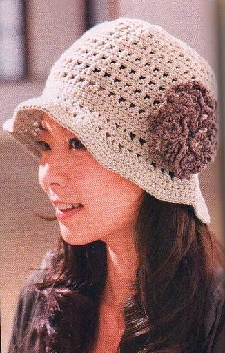 Caciulite crosetate si tricotate