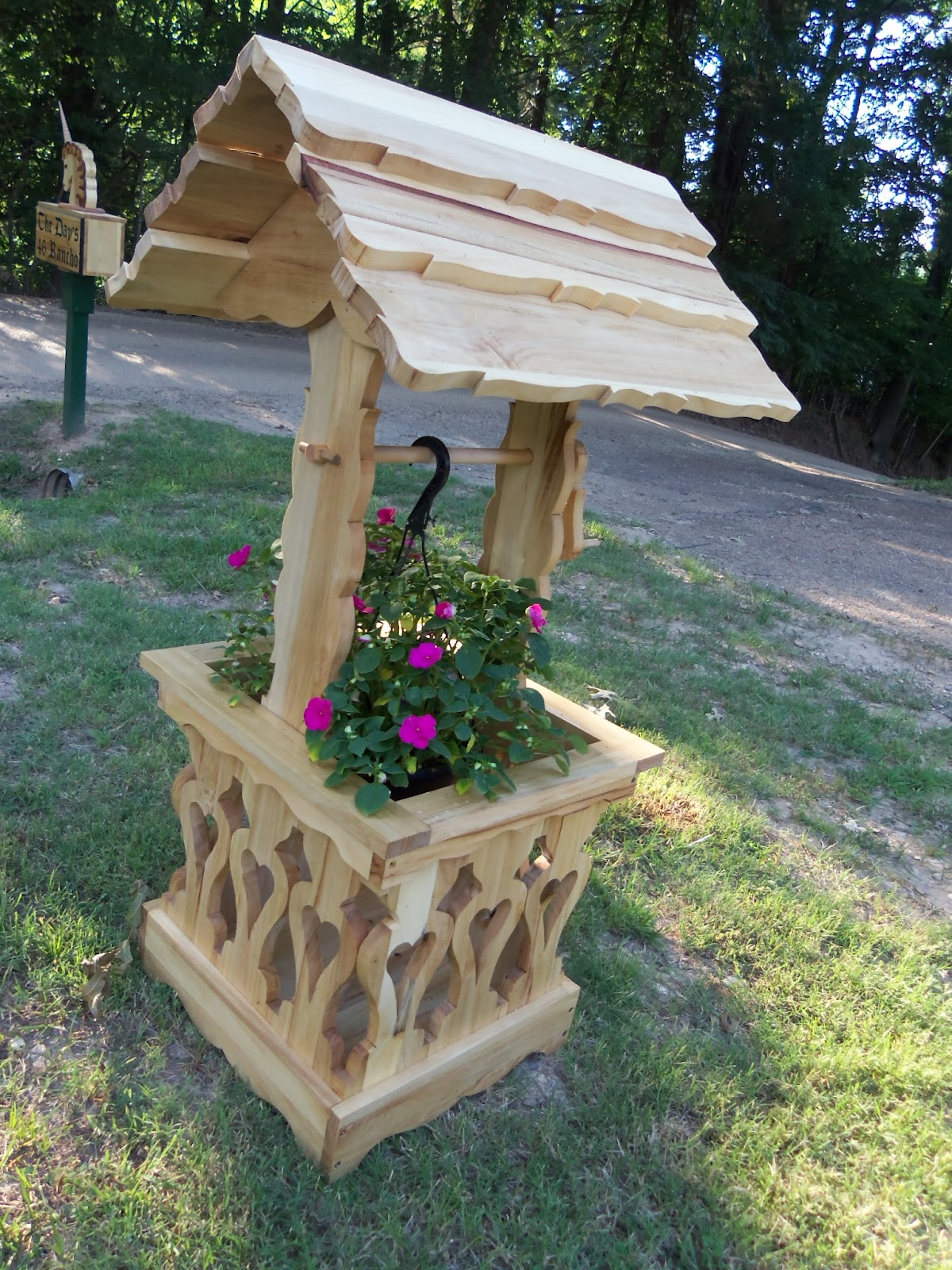 Wddsr fine woodworks wishing well planters for Garden wishing well designs