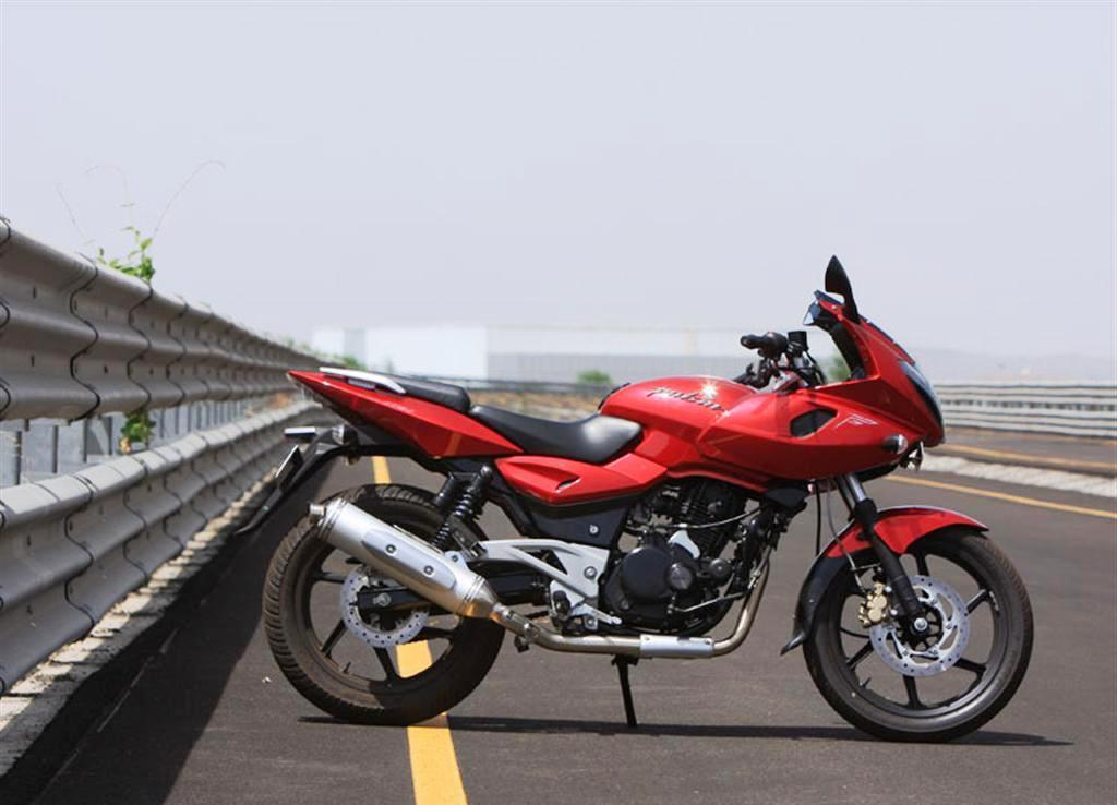 pulsar 220 s Bajaj pulsar 220 f 2018 price starting from rs 1 lakh (on-road price delhi) check out mileage, colors, images, specs, reviews of bajaj pulsar 220 f 2018 at bikedekho.