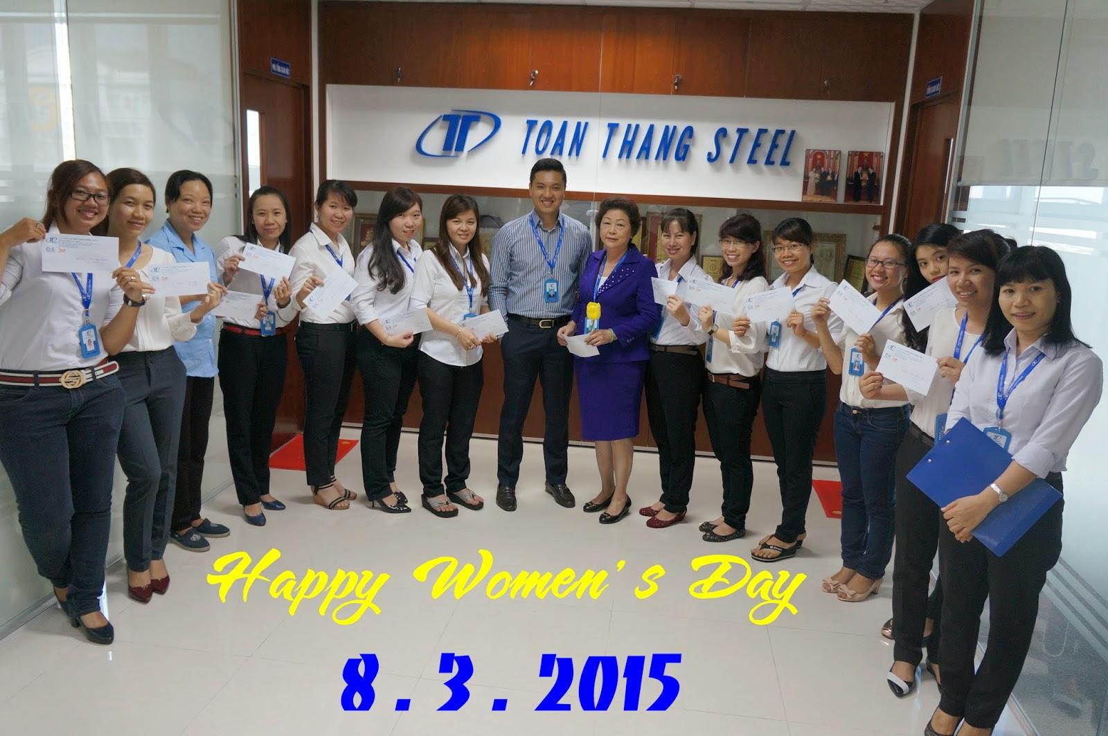Hai P.TGĐ Thép Toàn Thắng Chúc mừng chị em phụ nữ nhân ngày 8 tháng 03/2015