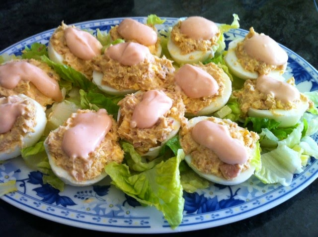 Huevos con Salsa Tartara