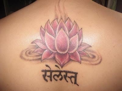 Tatuagem de Lotus nas costas