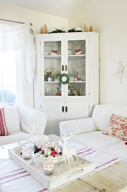 Red and white holiday home tour| Creative Christmas Ideas |Vintage Inspiration Party |KnickofTime.net