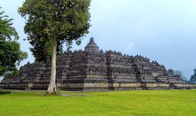 Candi Borobudur, pembangunannya diselesaikan pada masa Samaratungga