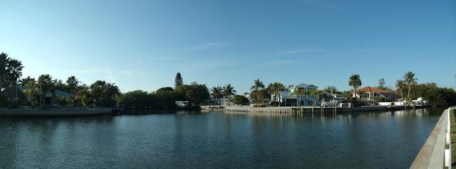 Canales interiores en Anna Maria Island desde Pine Avenue