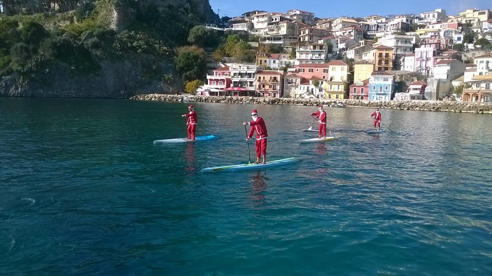 Στην Πάργα οι ΑγιοΒασίληδες έφτασαν με ...Surf!!!