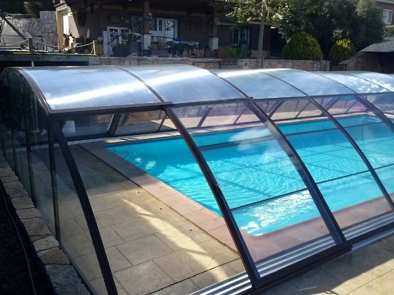Pin piscinas desmontables los mas grandes dentro las - Cerramiento para piscinas ...
