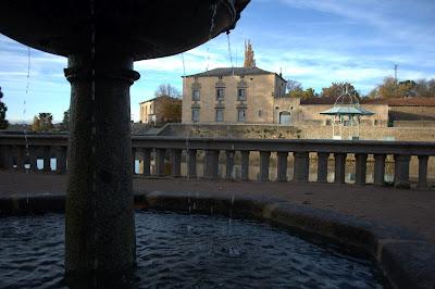 Vista del palacete del palacio desde la fuente de los 8 caños