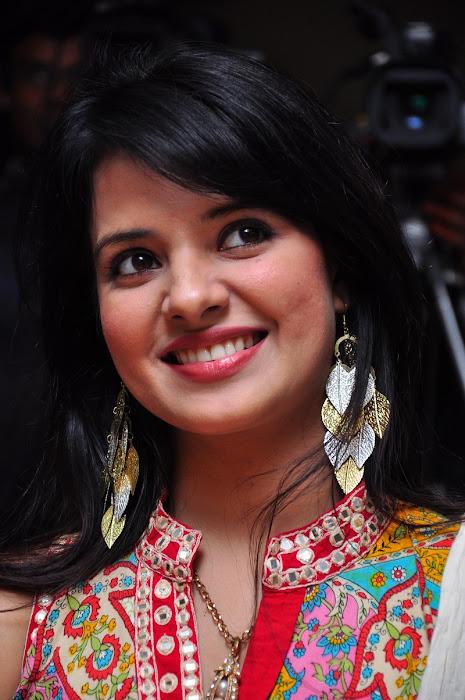 saloni @ santosham 9th anniversary glamour  images