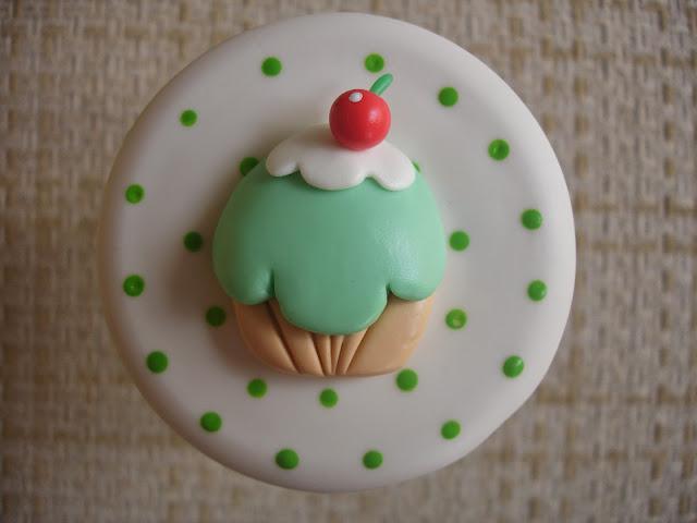 Cupcake, vidro decorado em biscuit