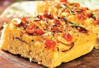 Focaccia com Tomate-Cereja, Cebola e Ervas (vegana)