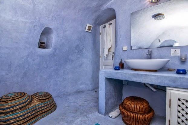 Icono interiorismo una casa cueva tradicional en santorini for Casas en islas griegas
