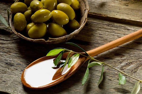 6 công dụng tuyệt vời của dầu ô liu với làn da