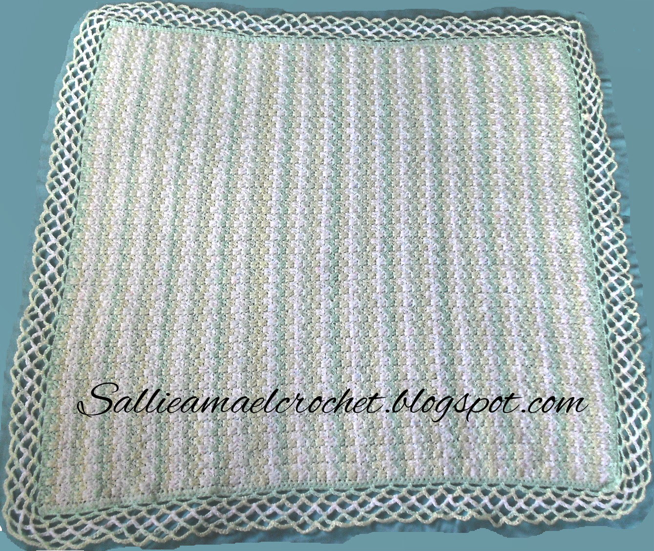 Sábana a rayas para bebé - Striped Baby Blamket | Sallie Ama el Crochet