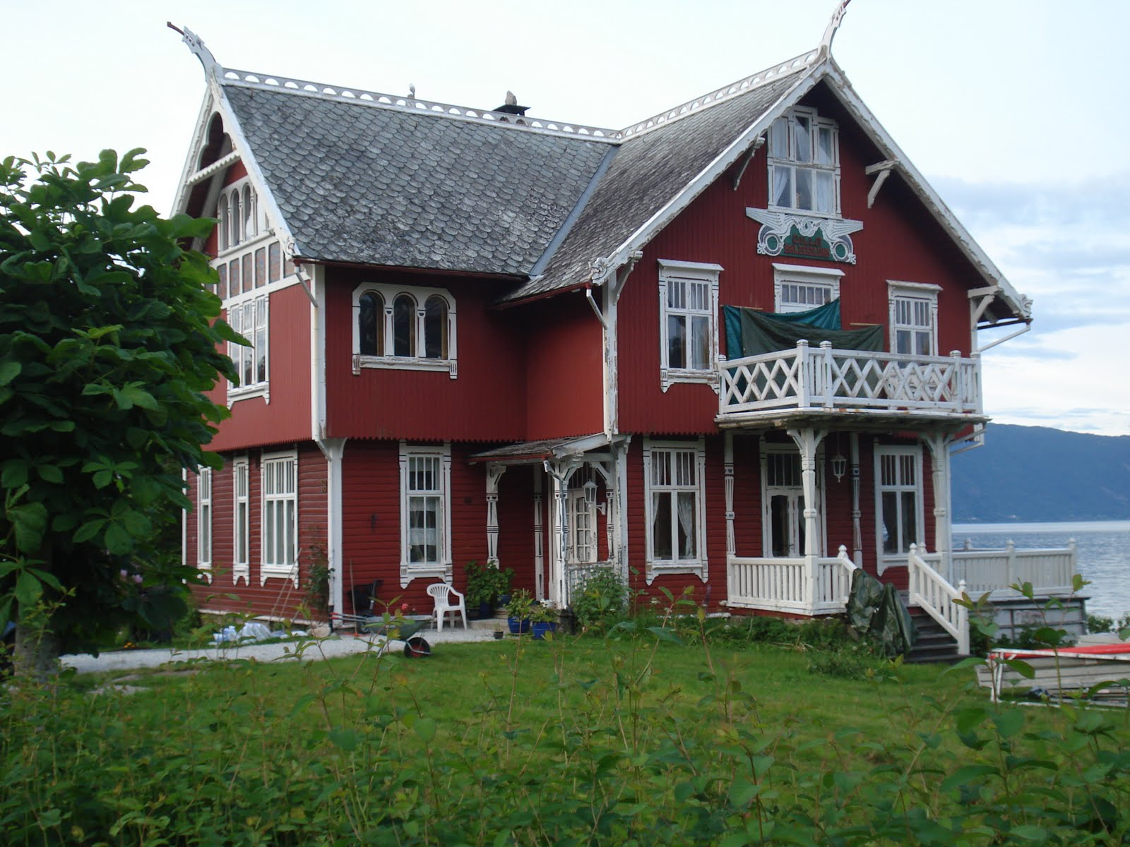 Paul alan levy 39 s blog an afternoon and evening in balestrand for Chalet homes