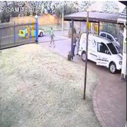Bandido aborda casal e é recebido a balas.