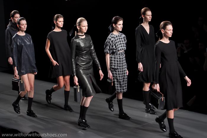 Vestidos negros diseños pasarela Moises Nieto