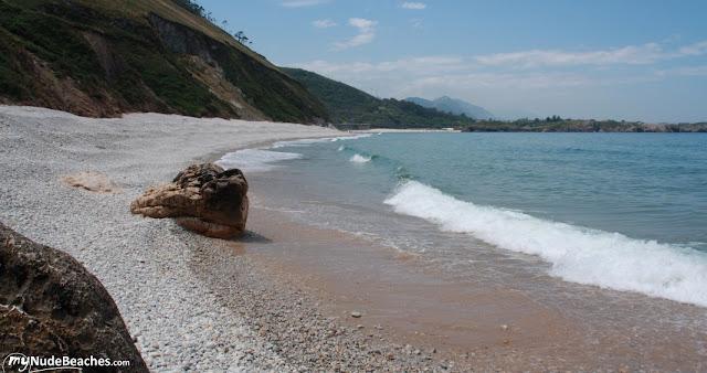 Playa nudista San Antolín (Llanes, Asturias, España)