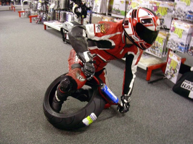 lição de casa: aprenda deitar a moto