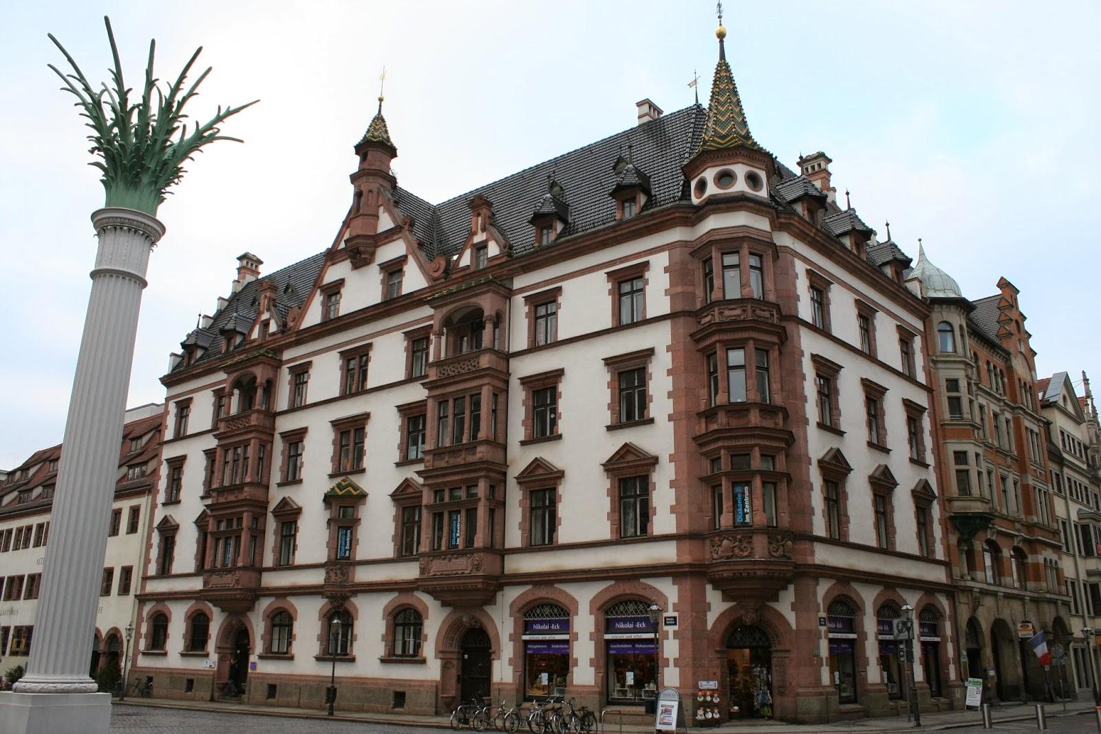 """Das neogotische """"Predigerhaus"""" der Nikolaikirche befindet sich direkt neben der """"Alten Nikolaischule"""" und wurde 1886/87 vom Architekten Hugo Licht erbaut#"""