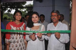 Pochampally-IKAT-Mela-Launch-by-Actress-Vishnu-Priya-Stills