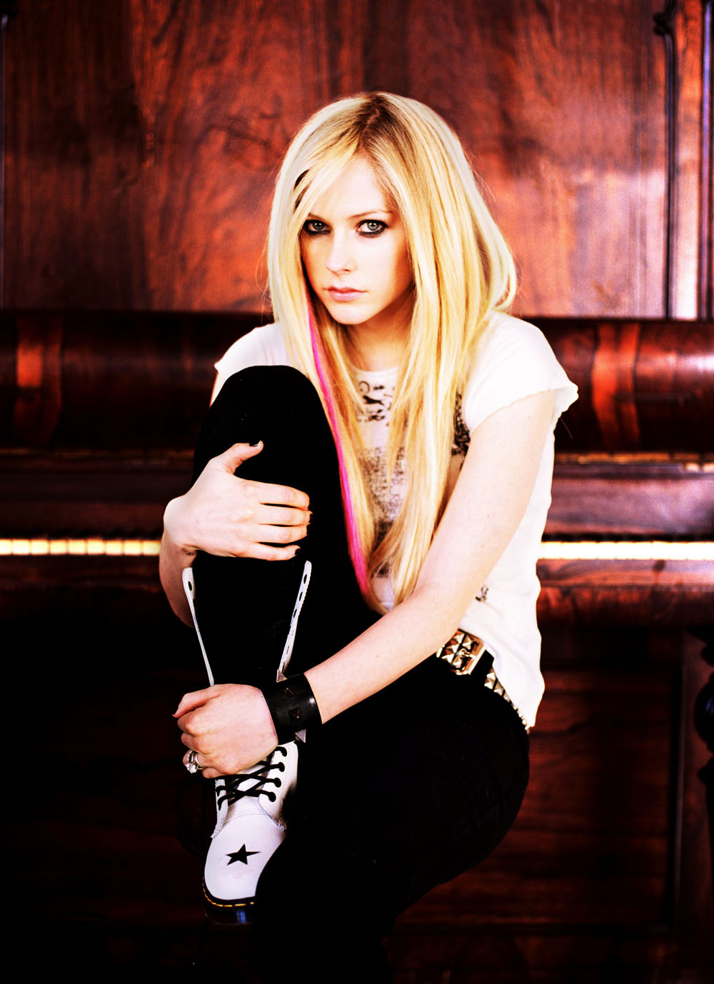 Avril Lavigne Long Straight Hairstyles 09