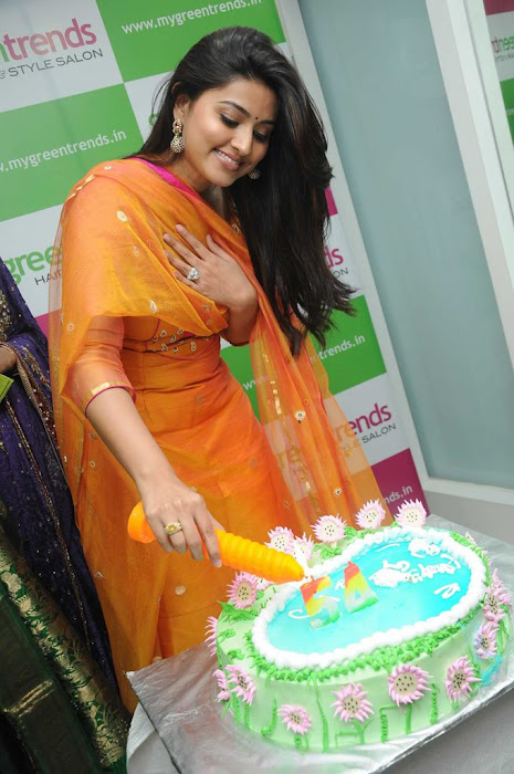 sneha sizzling new @ green trends launch photo gallery