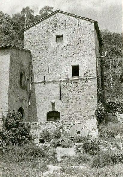 Vista de llevant de la torre del Molí de Llobateres al juliol de 1987