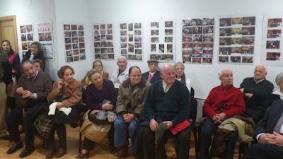 parte de los militantes homenajeados en el 35 aniversario de la refundacion