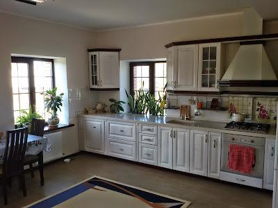 Продается новый дом в Лозоватке возле церкви 280 кв.м с 32-мя сотками земли