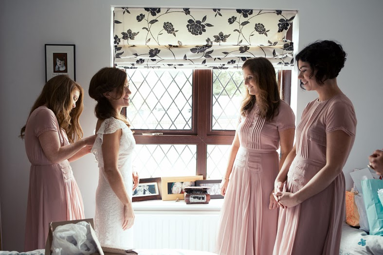 Heavenly Vintage Wedding Blog - Original vintage wedding, Jennifer and bridesmaids getting ready