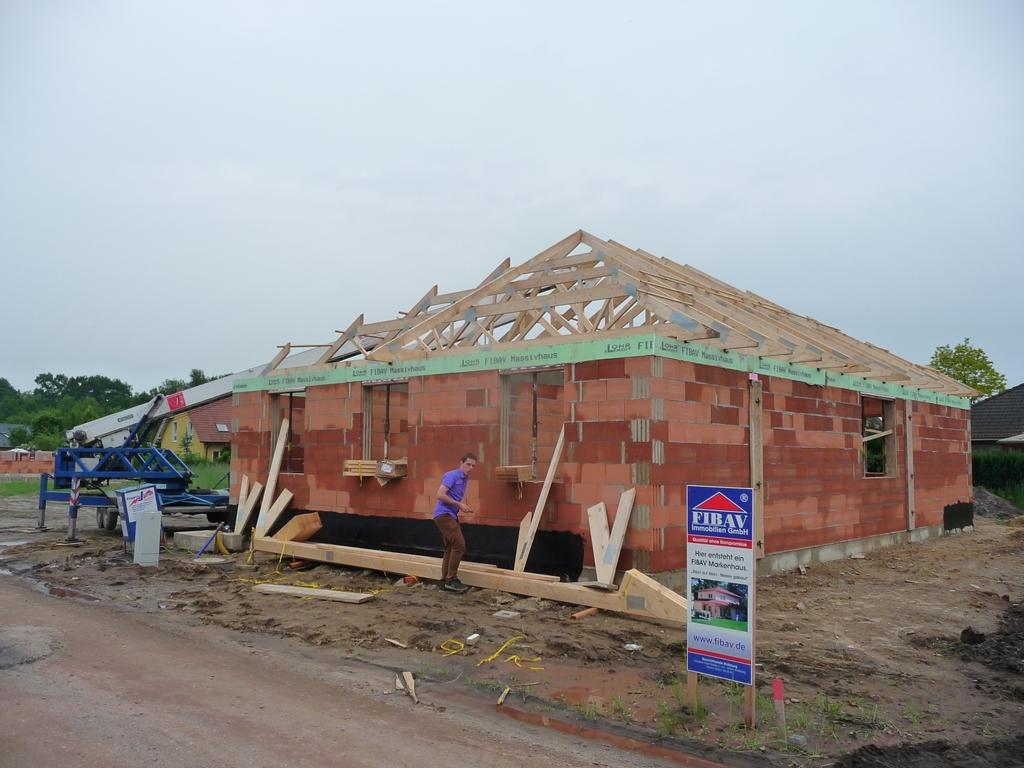 Wir bauen einen fibav bungalow huppppps der dachaufbau for Bungalow preiswert bauen