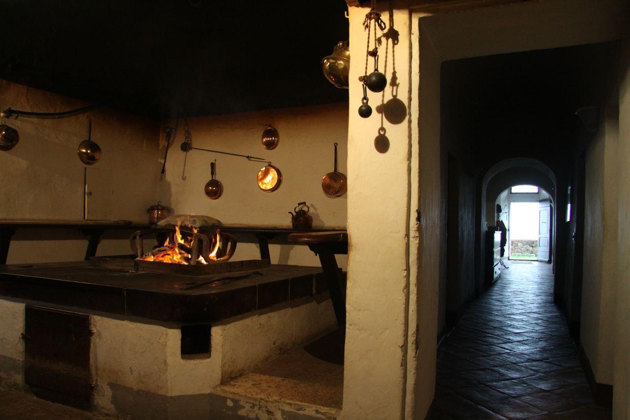 Vivere a pierino storie attorno al fuoco ad anqua for Porte francesi della fattoria