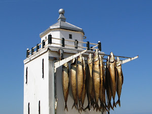Vuurbaak met gerookte makrelen