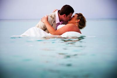 Свадебное фото: И любое море нам теперь по колено