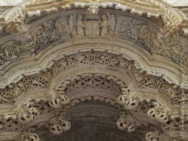 Detalle decoración manuelina del Monasterio de Batalla - El Guisante Verde Project