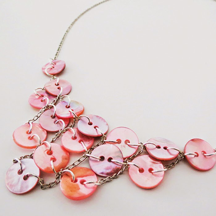 http://www.ohohdeco.com/2015/04/how-to-make-button-necklace.html