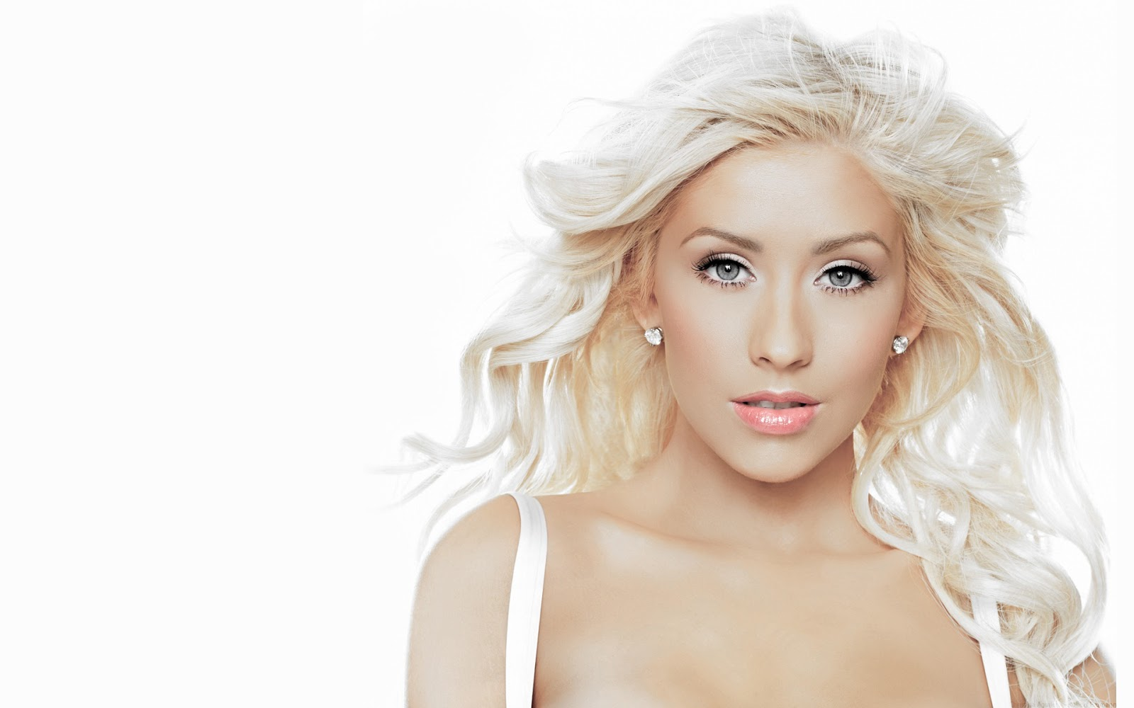 Christina Aguilera Beautiful Blonde