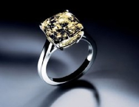 this ring is quite famous amongst celebrities because actors charlie sheen eddie murphy and baseball star johnny damon had chosen this expensive - Most Expensive Wedding Ring In The World