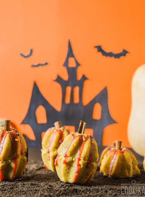 Halloween Pumpkin Mini Cakes