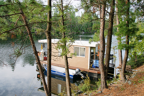 Park along the shoreline at your favorite fishing spot in your houseboat.