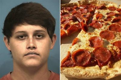 JIJIK Pekerja Gosok Kemaluan Di Atas Pizza Sebab Tak Puas Hati