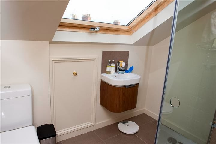 Loft bathroom ideas bathroom showers for Ensuite toilet ideas