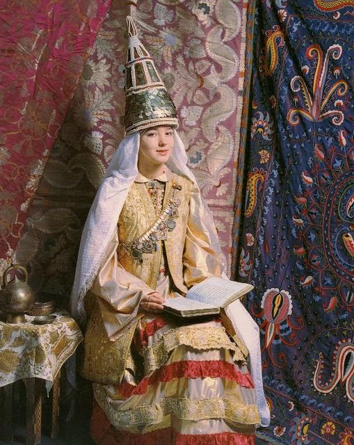 http://www.mediafire.com/view/q6qw923qjqxa4hu/Tatarskiy_Kostyum_1996.pdf