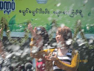 Magwe Thagyan – စီးပြားလုုပ္ငန္းရွင္ၾကီးမ်ားမ႑ပ္မွာ လူတဦး ဓာတ္လိုုက္ေသဆုုံး